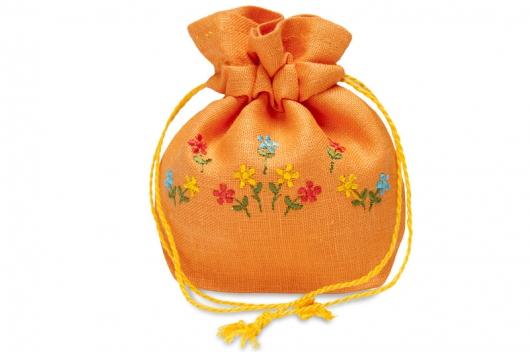 Gavepose med blomster