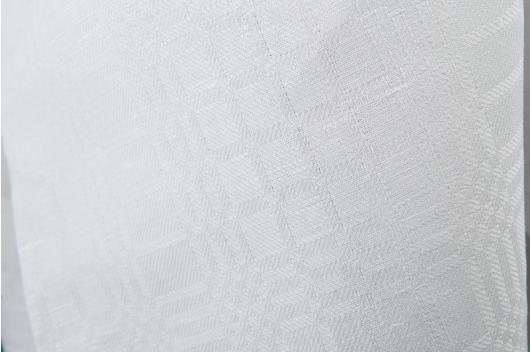Hvit blanding i tradisjonell mønster