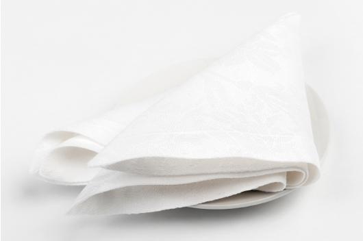 Hvit blomstrete serviett