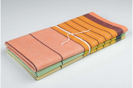 Tre fargerike håndklær