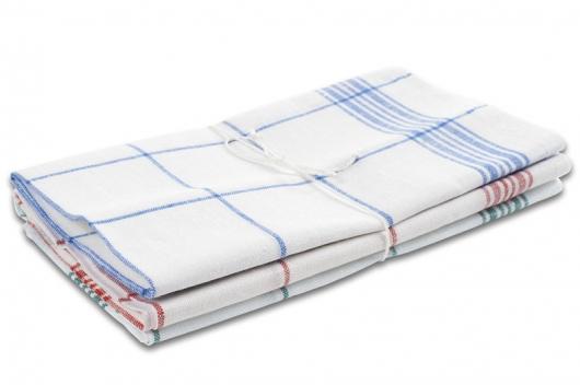 Tre håndklær med striper i tre farger